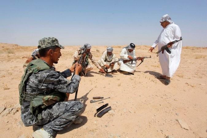 Shiite volunteers in the Iraqi desert