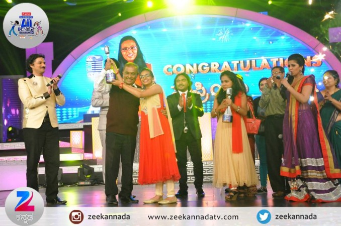 Supriya Joshi receiving the trophy from Hamsalekha
