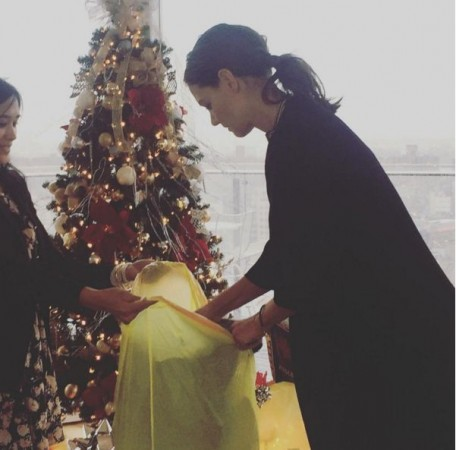 Katie Holmes Christmas Tree