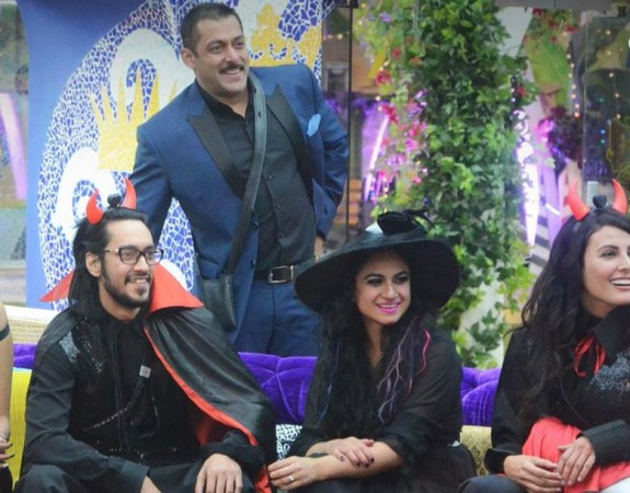 Bigg Boss 9: Housemates entertain host Salman on his birthday
