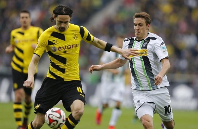 Neven Subotic Borussia Dortmund Max Kruse Borussia Monchengladbach