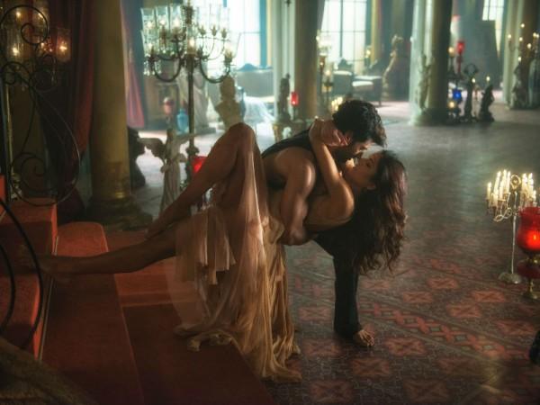 Aditya Roy Kapur and Katrina Kaif in 'Pashmina' song from Fitoor
