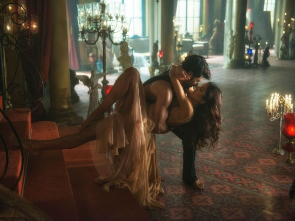 Aditya Roy Kapur and Katrina Kaif in 'Pashmina' song from Fitoor