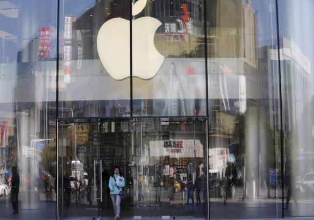 Apple hit by photo sharing scandal in Australia: Store employees sacked
