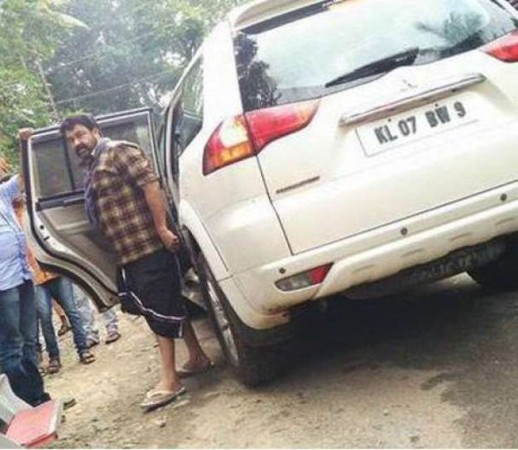 Mohanlal escapes after meeting with an accident