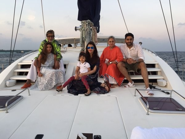 Abhishek Bachchan, Aishwarya Rai Bachchan, Aaradhya, Amitabh Bachchan, Shweta Bachchan Nanda, Jaya Bachchan