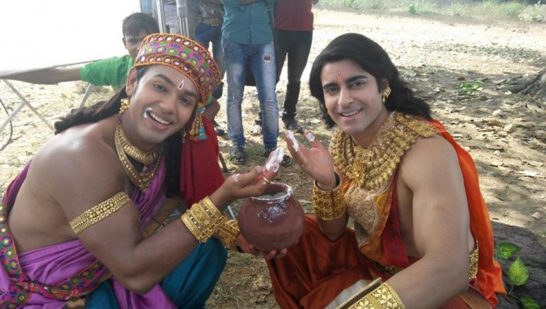 """Gautam Rode in sequel of """"Aksar 2."""" Pictured: Gautam Rode (on the right) with his """"Suryaputra Karn"""" co-star"""