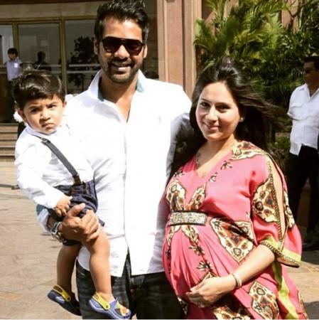 Shabbir Ahluwalia with wife Kanchi Kaul and son Azai