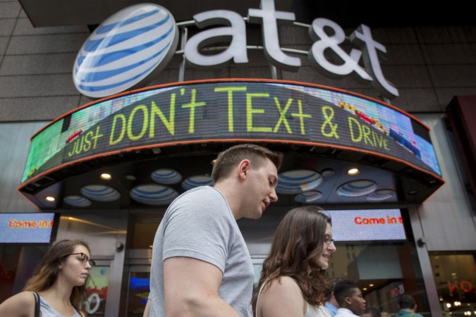 AT&T to invest $10 billion for global economic service