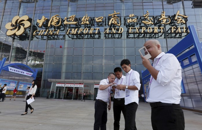 Chinese exhibitors use their smartphones