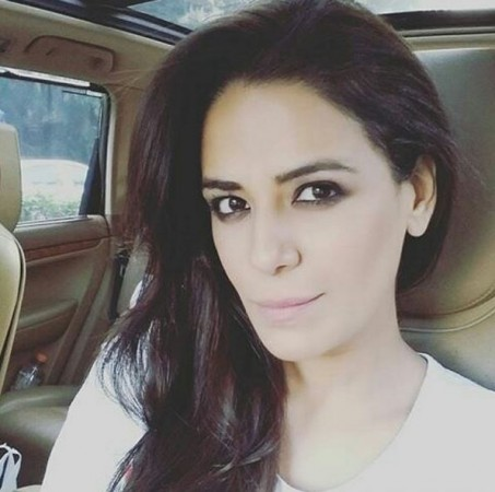 Mona singh 39 s new show to replace mouni roy and arjun bijlani 39 s