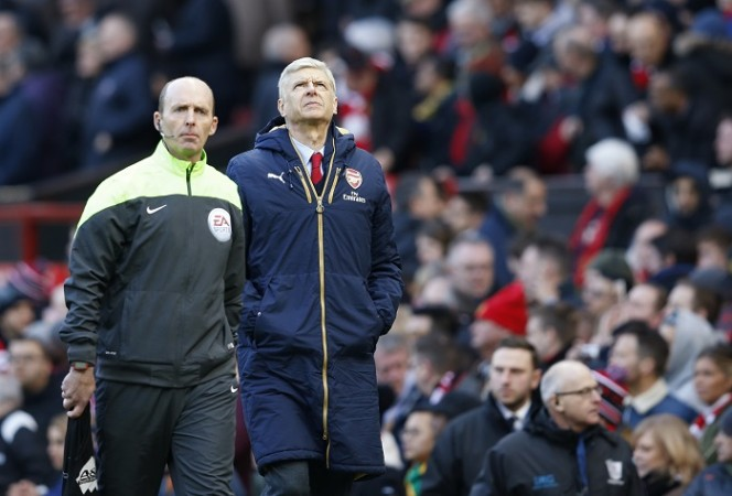 Mike Dean Arsene Wenger Arsenal