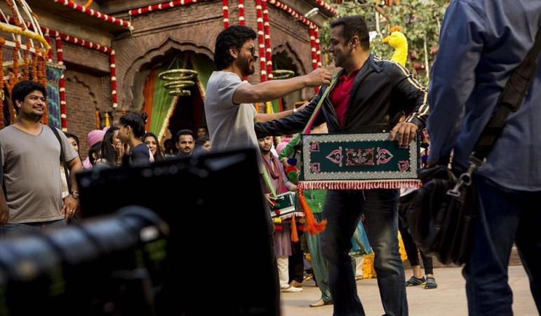 Shah Rukh Khan meets Salman Khan on the sets of