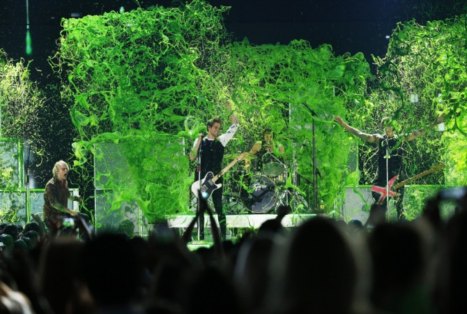 5 Seconds of Summer gets slimed during their performance at the 2015 Kids' Choice Awards