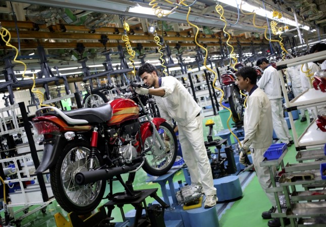 Employees work on an assembly line of Hero Motocorp during a media tour to the newly opened plant in Neemrana, in the desert Indian state of Rajasthan, Oct.20, 2014.