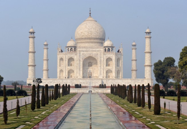 Security Beefed Up at Taj Mahal After Alleged ISIS Attack Warning