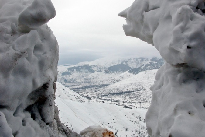 Avalanche hits army post in J&K, 3 troops buried under debris