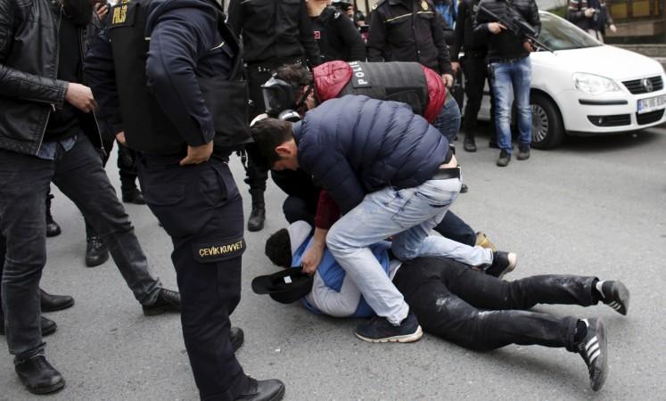 Pro-kurds demonstrators in Istanbul
