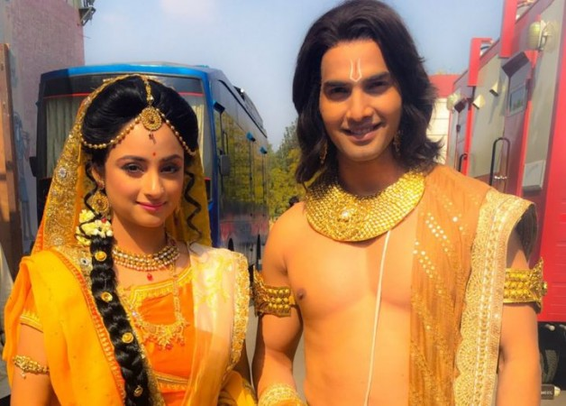 """Siya Ke Ram"" actor Pratham Kunwar robbed. Pictured: Pratham Kunwar with ""Siya Ke Ram"" co-actor Madirakshi Mundle"