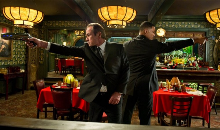 Tommy Lee Jones and Will Smith as Agent K and Agent J in 'Men In Black'