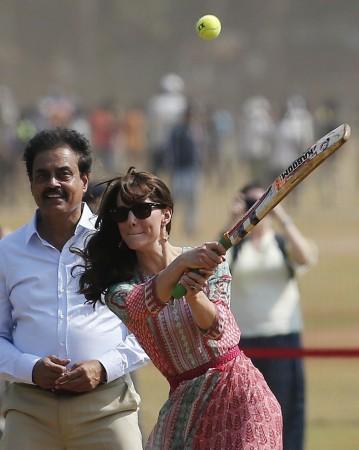 Kate Middleton plays cricket