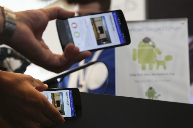 Attendees play a check-in game to win prizes by tapping their NFC-enabled Android smartphones
