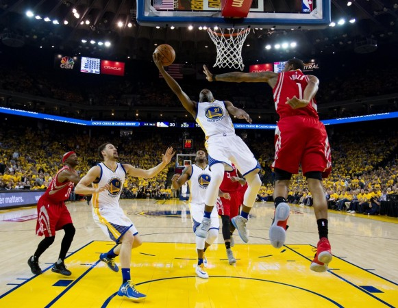 Golden State Warriors guard Ian Clark (21) goes up for a layup against Houston Rockets forward Trevor Ariza