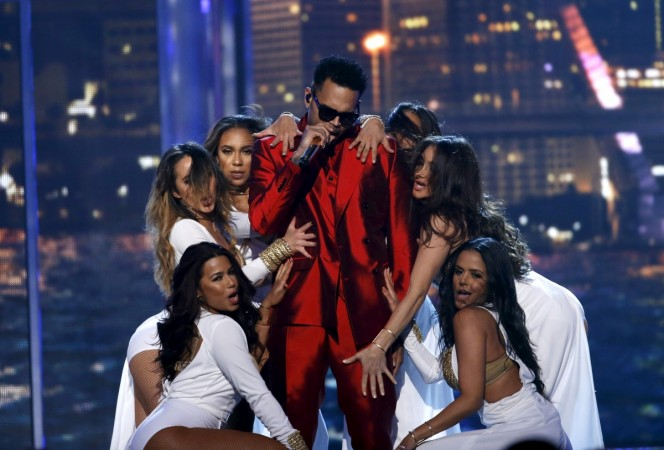 "Chris Brown performs ""Fun"" at the 2015 Billboard Music Awards"