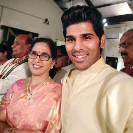Allu Sirish's selfie with his mother
