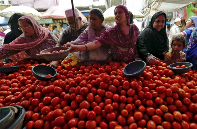 tomato prices tomato karnataka food inflation cpi inflation retail inflation india tomato crop