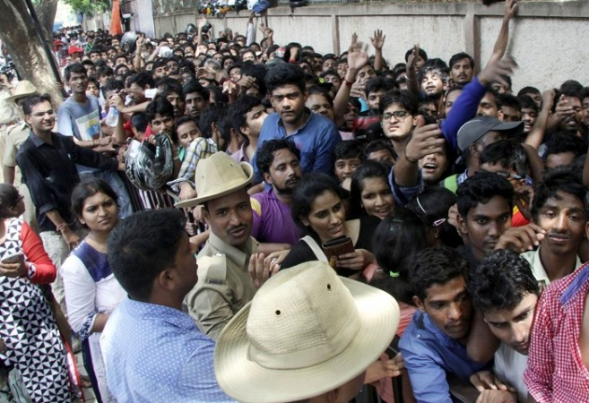 Chinnaswamy Fans tickets queue