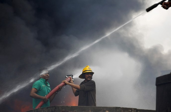 Mumbai fire at a high rise kills 2 in cuffe parade for Jolly maker apartments cuffe parade