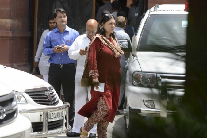 Maneka Gandhi lashes out at environment minister for allowing states to cull animals