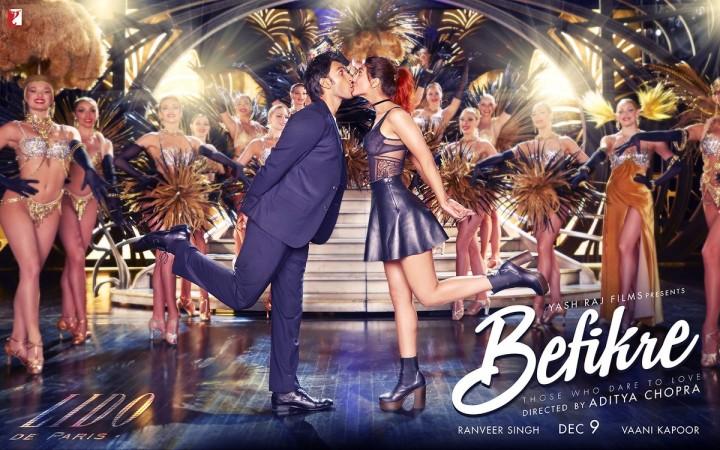 """Ranveer Singh and Vaani Kapoor in """"Befikre"""" new poster"""