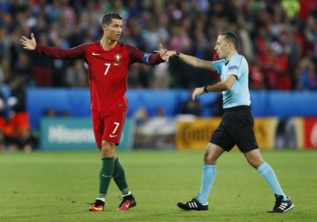 Cristiano Ronaldo Cuneyt Cakir Portugal