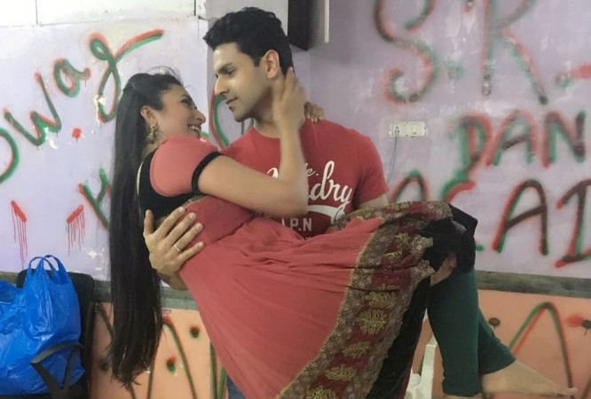 "Divyanka looks radiant in her haldi ceremony. Pictured: ""Yeh Hai Mohabbatein"" couple Divyanka Tripathi and Vivek Dahiya"