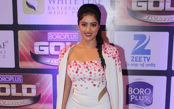"Deepika Singh aka Sandhya of ""Diya Aur Baati Hum"" completes 5 years on show. Pictured: Deepika Singh at Zee Gold Awards 2016"
