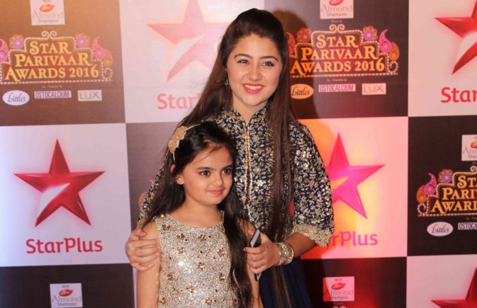 "Ruhi to return to the Bhalla family on ""Yeh Hai Mohabbatein""? Pictured: Ruhaanika Dhawan and Aditi Bhatia in Star Parivaar Awards 2016"