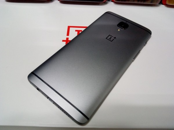 Fresh OnePlus 5 images point towards vertical rear dual camera setup