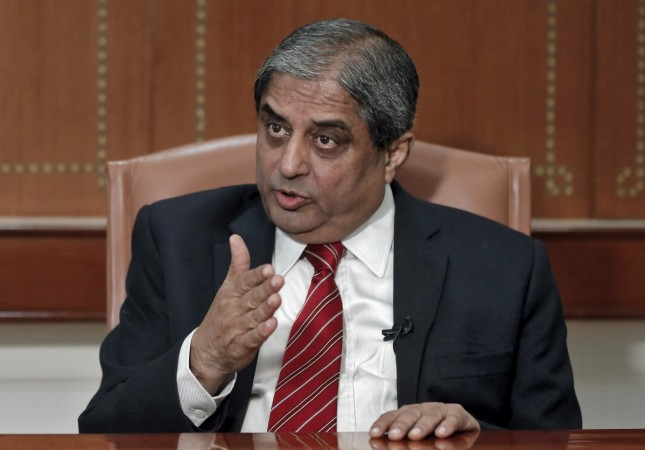 aditya puri icici bank hdfc bank axis bank salary top executives of banks