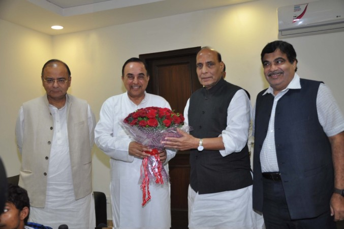 Subramanian Swamy joining the BJP in the presence of Rajnath Singh, Nitin Gadkari and Arun Jaitley at 38, Ashok Road, New Delhi, on Aug. 11, 2013.
