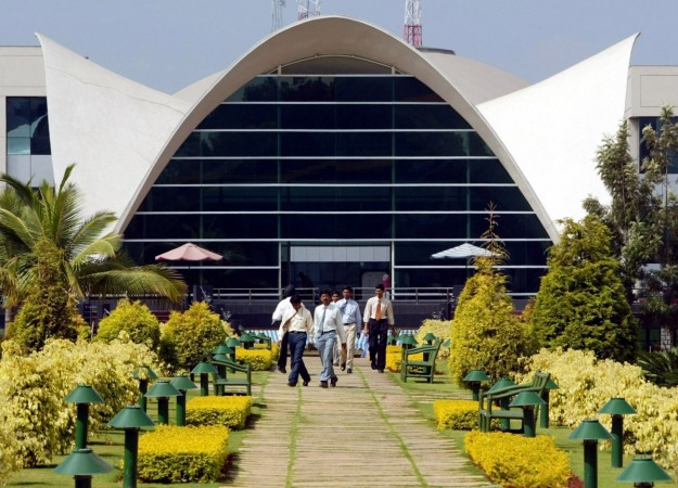 infosys vishal sikka executives quit resign results quarter june guidance revenue weak profit geog sikka vishal
