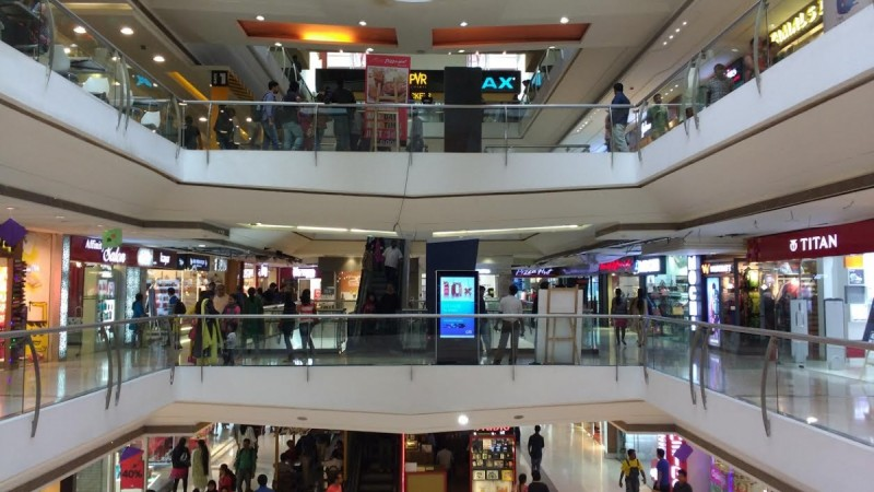 shopping mall shoppers retail shopper's stop sales revenue footfalls consumers customers business india q1