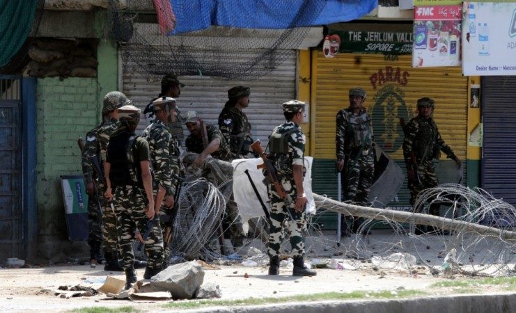 Security forces open fire on protesters in Baramullah, one youth killed