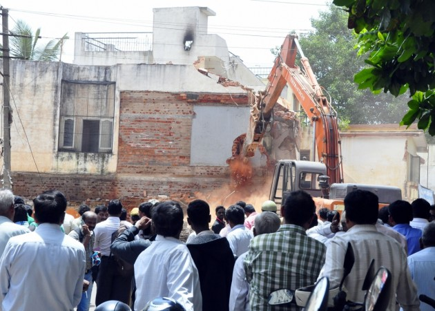 bbmp demolition drive officials bengaluru bangalore it city silicon valley india infosys intel wipro encroachment land developers sobha prestige adarsh