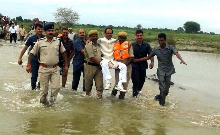Madhya Pradesh Chief Minister Shivraj Singh Chouhan visits flood affected areas of the state on Aug. 21, 2016.