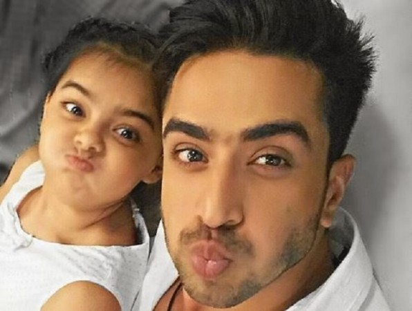 "Aly Goni and Ruhaanika Dhawan's cute moment. Pictured: ""Yeh Hai Mohabbatein"" actors Aly Goni and Ruhaanika Dhawan."