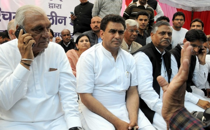 Congress leaders including Bhupinder Singh Hooda sit on an indefinite fast to press for social harmony in Haryana, at Jantar Mantar in New Delhi on Feb. 21, 2016.