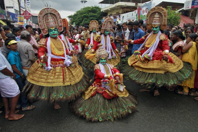 kerala tourism dancers
