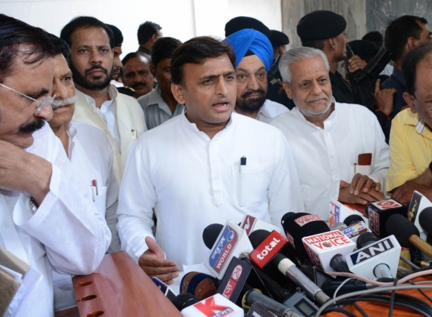 CM Akhilesh Yadav sacks two ministers from UP cabinet